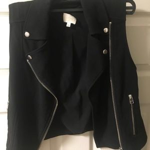Wilfred Jackets & Coats - Aritzia Wilfred Beaumont Vest - size 2